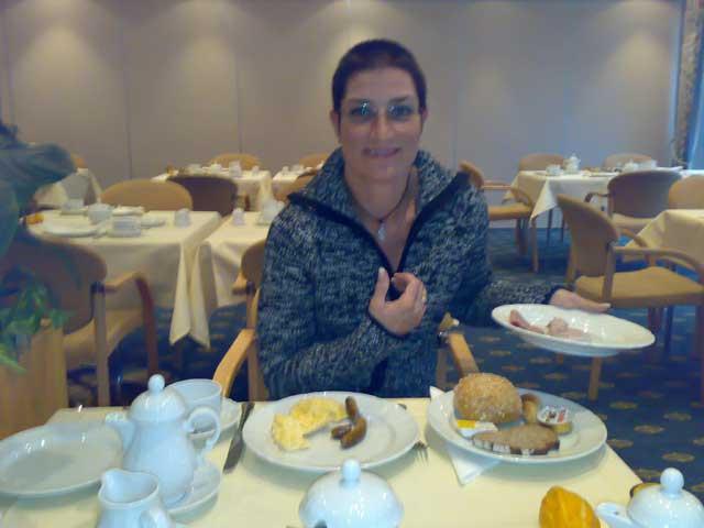 Anja beim Frühstück