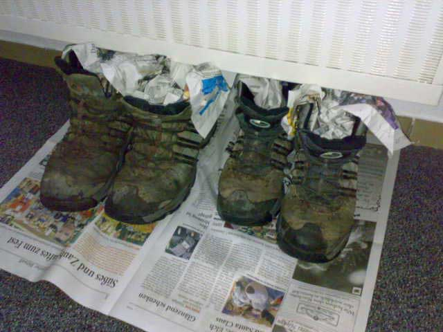 Schuhe an der Heizung