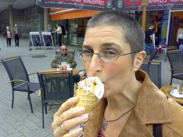 Anja mit Eis