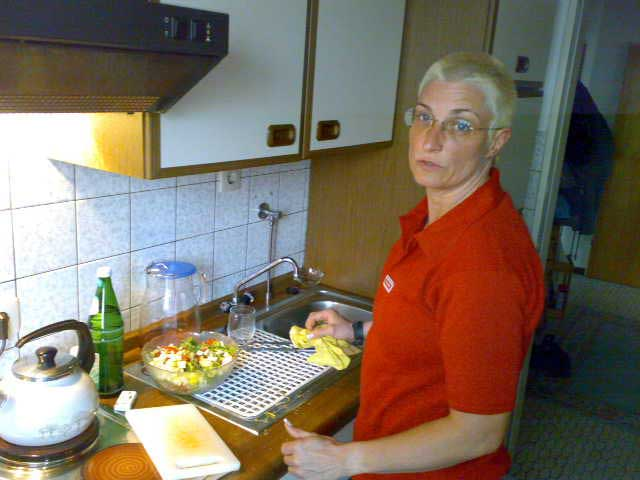 Anja in der Küche