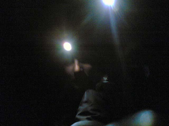Im Dunklen mit Stirnlampen