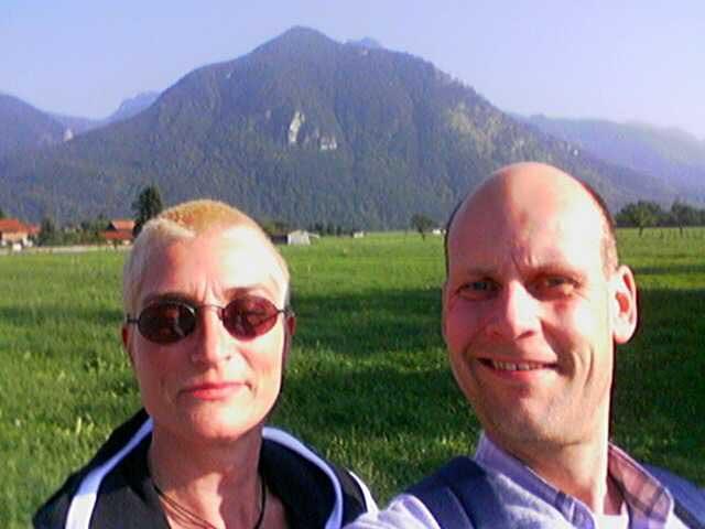 Lutz und Anja vor den Bergen