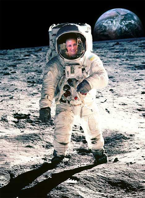 Anja auf dem Mond