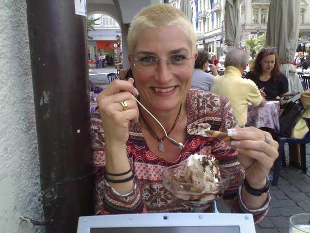 Anja und Ihr Eisbecher